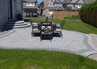 Curved landscaped backyard dining patio